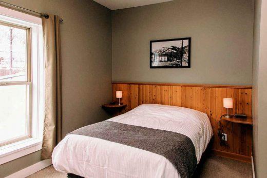 The Flying Steamshovel Single Bed Room