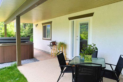 Jewel-of-the-kootenay-patio.jpg