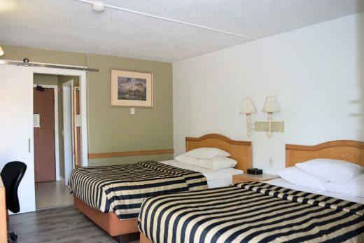 Canada's Best Value Inn Double Bed Room