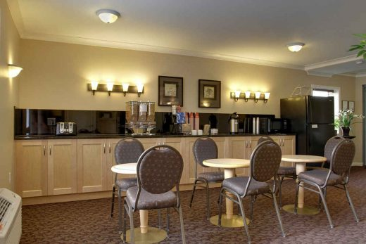 Glenwood Inn & Suites Breakfast Nook